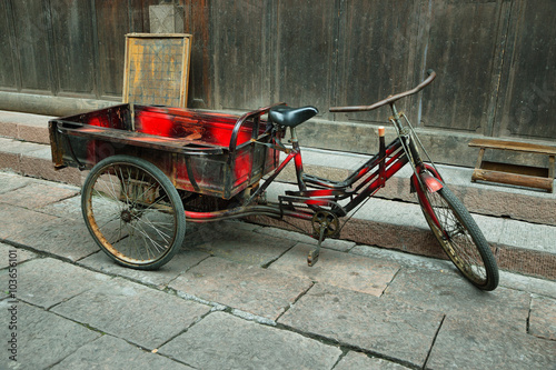 Cadres-photo bureau Velo Red tricycle parked in a deserted street of Fenghuang