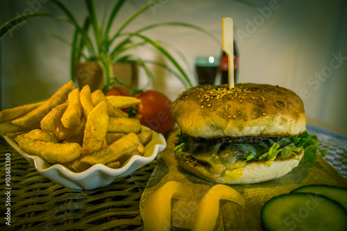 Fotografía  Burger with Pommes