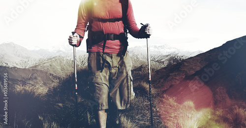 Fotografia  Extreme Hiking Across Rugged Mountains Concept