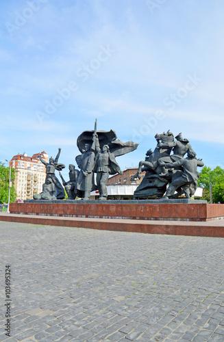 Foto  Монумент, посвящённый Революции 1905-1907 годов, на площади Краснопресненская За