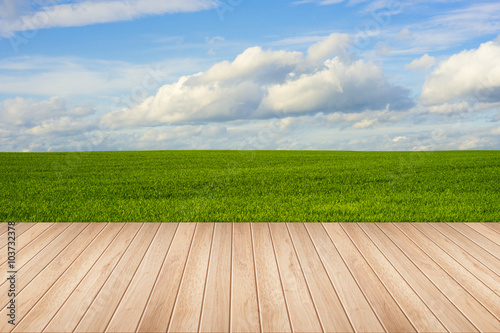 Photo  Wooden deck table over beautiful meadow with blue sky