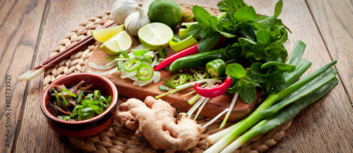 asian food cooking board ingredients lime chili Fototapete