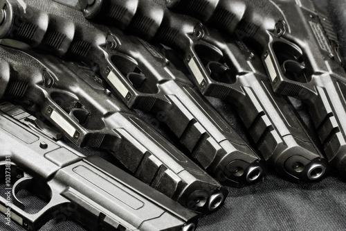 Fotografía  Armas de mano en una fila
