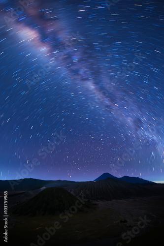 Photo  Milky way across Mt.Bromo,East Java,Indonesia