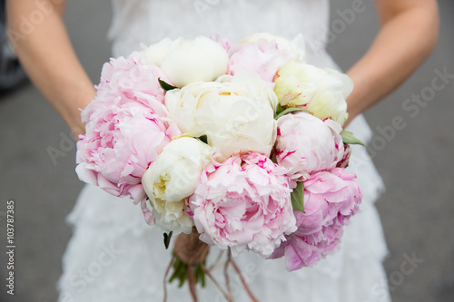 Juliste  Bride with wedding bouquet