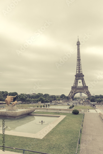 Papiers peints Paris Eiffel Tower from Trocadero is the most visited monument in France a