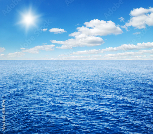 Staande foto Zee / Oceaan Beautiful sky and blue sea