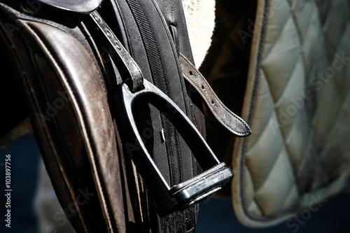La pose en embrasure Equitation saddle brackets - detail