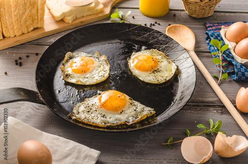 Deurstickers Gebakken Eieren Eggs fried rustic style