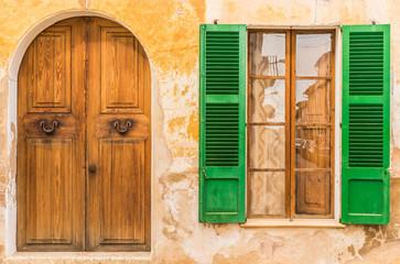 Fototapeta Altes Dorf Haus Mediterran Wohnen Holz Tür Fenster