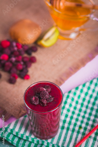 Foto op Canvas Chocolade Berry Smoothie, Blueberry and Raspberry, Horizontal