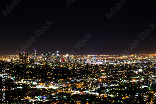 Photo  Long exposure night view of Los Angeles downtown and surrounding metropolitan ar