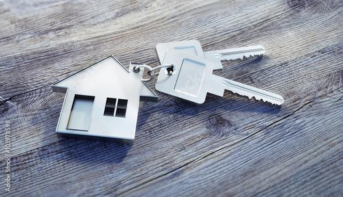 Fotomural Haus-Schlüssel auf Holz