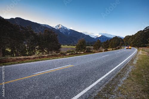 Fotografia  beautiful scenic of asphalt highways of mount aspiring national