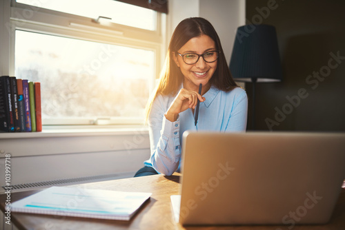 Valokuva  Business woman working at office