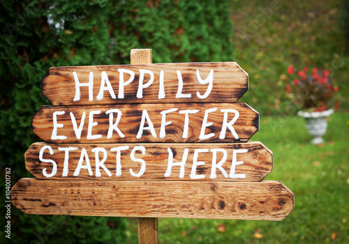 Canvas-taulu Happily ever after sign on wooden board - wedding venue or honeymoon sign
