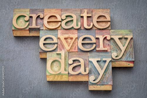 Obraz create every day in wood type - fototapety do salonu