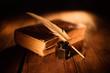 Leinwandbild Motiv libro antico con penna e calamaio