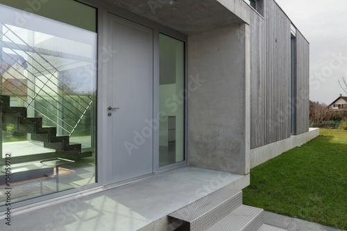 Fotografía  Entrada de una casa moderna