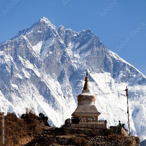 Tuinposter Nepal Stupa near Namche Bazar and Mount Lhotse south rock face