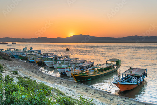 Foto auf Gartenposter Fluss Sunset in Irrawaddy River, Bagan, Myanmar ,view form Bupaya bago