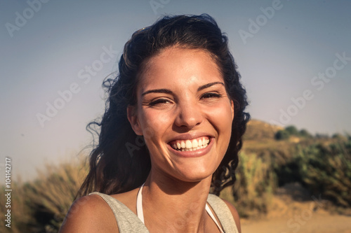 Photo  Smiling happy woman