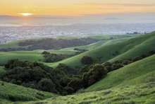 Sunset Over San Francisco Bay Area. Springtime Sunset At Garin-Dry Creek Pioneer Regional Parks, San Francisco East Bay, California, USA.