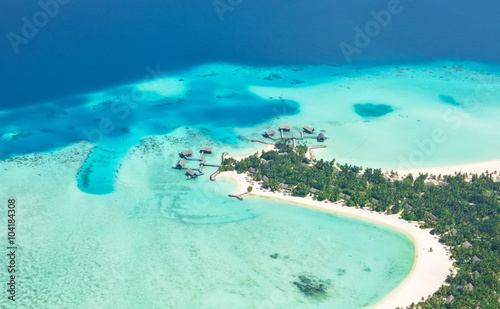 Fotomural  Aerial view on Maldives island, Raa atol