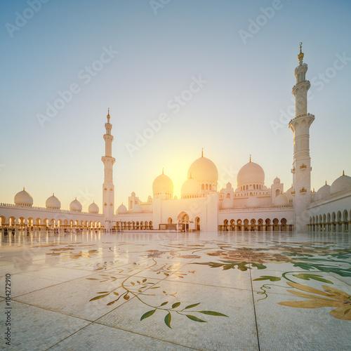 In de dag Abu Dhabi Sheikh Zayed Grand Mosque at dusk, Abu-Dhabi