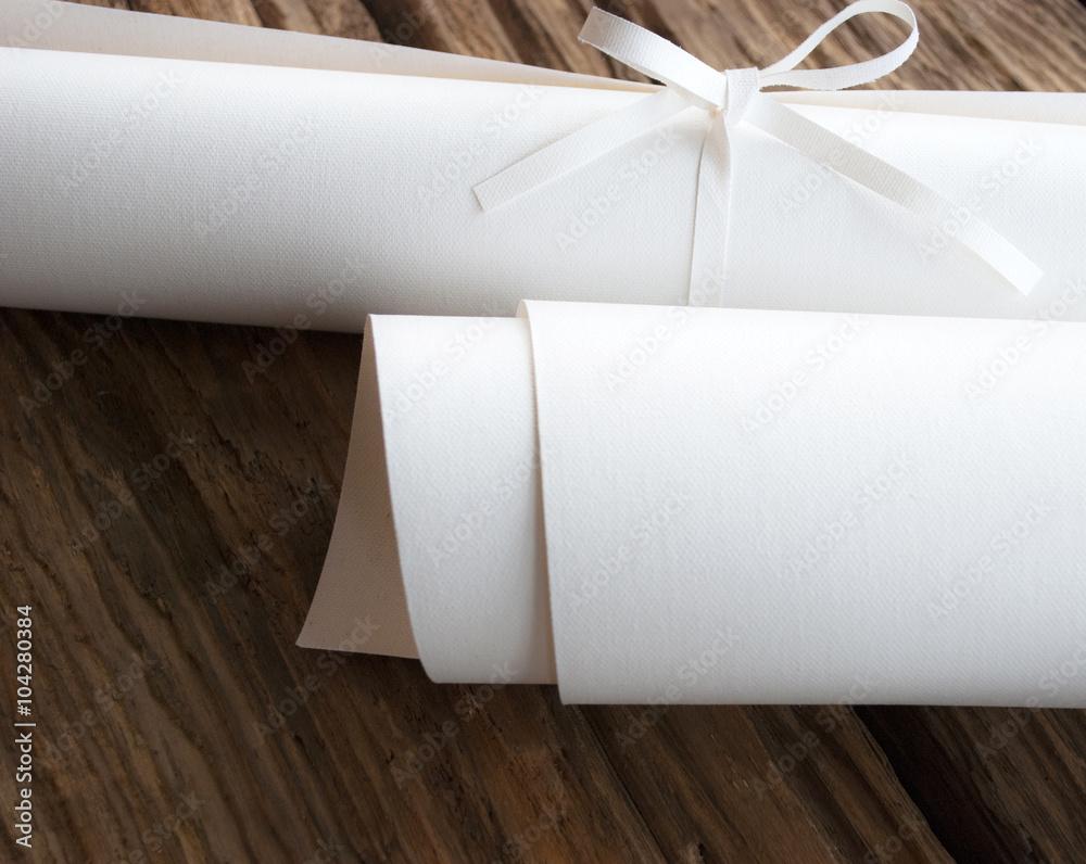 Leinwand Rollen auf Holz / Treibholz Hintergrund Poster | Sold at ...