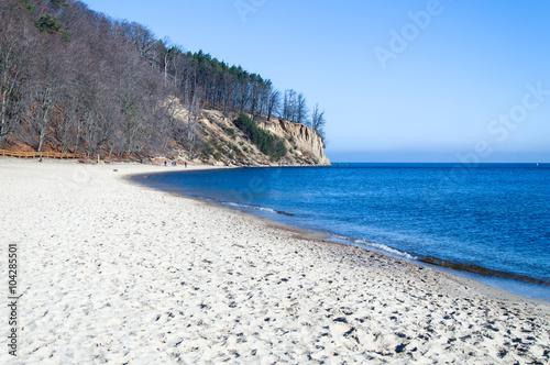 Obraz Urwisko w Gdyni Orłowie i długa piaszczysta plaża w Polsce - fototapety do salonu