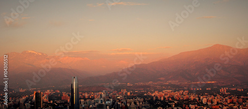 Photo  Costanera Center tower in Santiago, Chile during sunset