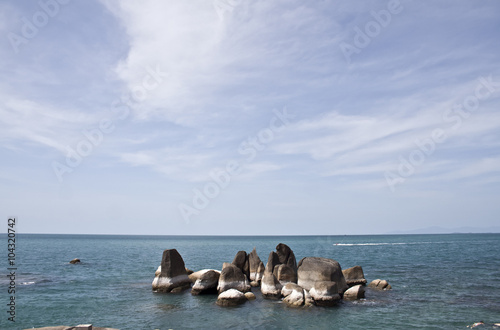 Fotografering rock formation in the sea off koh samuim thailand
