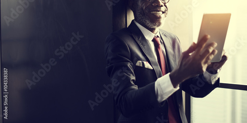 Photo  Businessman Browsing Online Cheerful Digital Tablet Concept