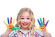 Mädchen zeigt Smiley Hände