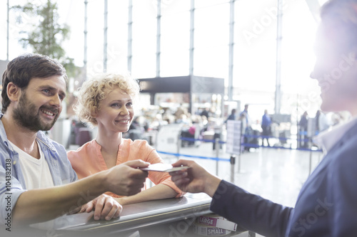 Plakat Tourists at airport check-in