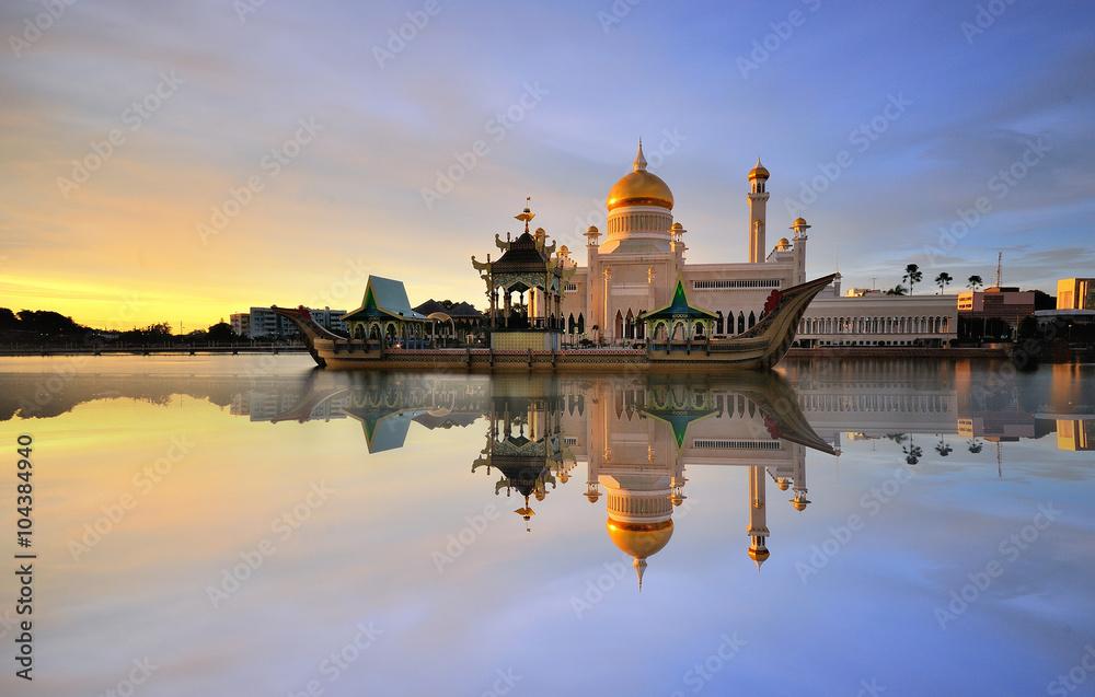Fototapeta Beautiful View of Sultan Omar Ali Saifudding Mosque, Bandar Seri Begawan, Brunei, Southeast Asia