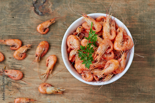 Photo  Prepared shrimp on plate , top view
