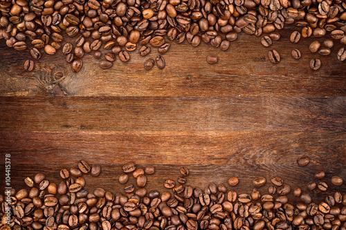 tlo-kawy-z-fasoli-na-rustykalne-stare-drewno-debowe