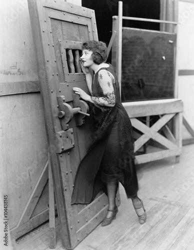 Photo  Woman with heavy door