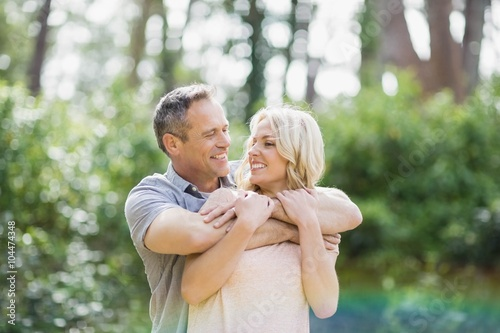 Photographie  Cute couple hugging