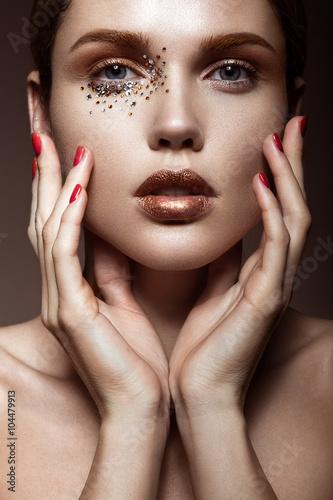 Fotografie, Obraz  Krásná dívka s jemným make-up a krystaly na tváři.