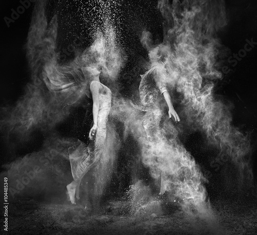 Ashes.photos of couple in mystical smoke Fototapete