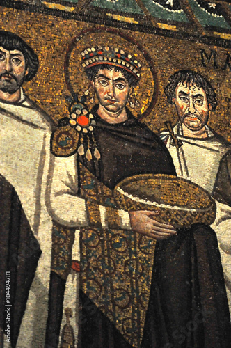 Foto  Byzantine mosaic of the Emperor Justinian