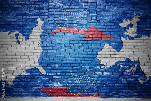 Fotografie, Obraz  Ziegelsteinmauer mit Freihandels-Graffiti TTIP