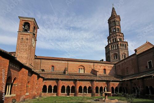 abbazia di Chiaravalle Milanese: le due torri dal chiostro Canvas Print