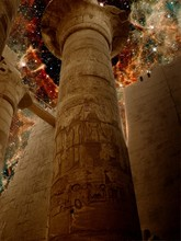 Karnak Columns And Massive Stars In 30 Doradus (Elements Of This