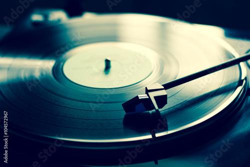 Fotografía  Tocadiscos de la vendimia con el disco de vinilo, primer plano