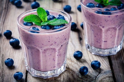 Canvas Print Blueberry smoothie in a glass