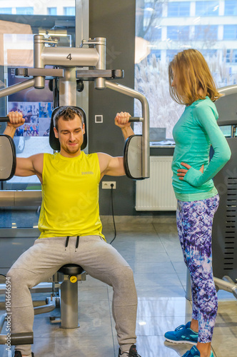 Naklejka premium Ćwiczenia na siłowni